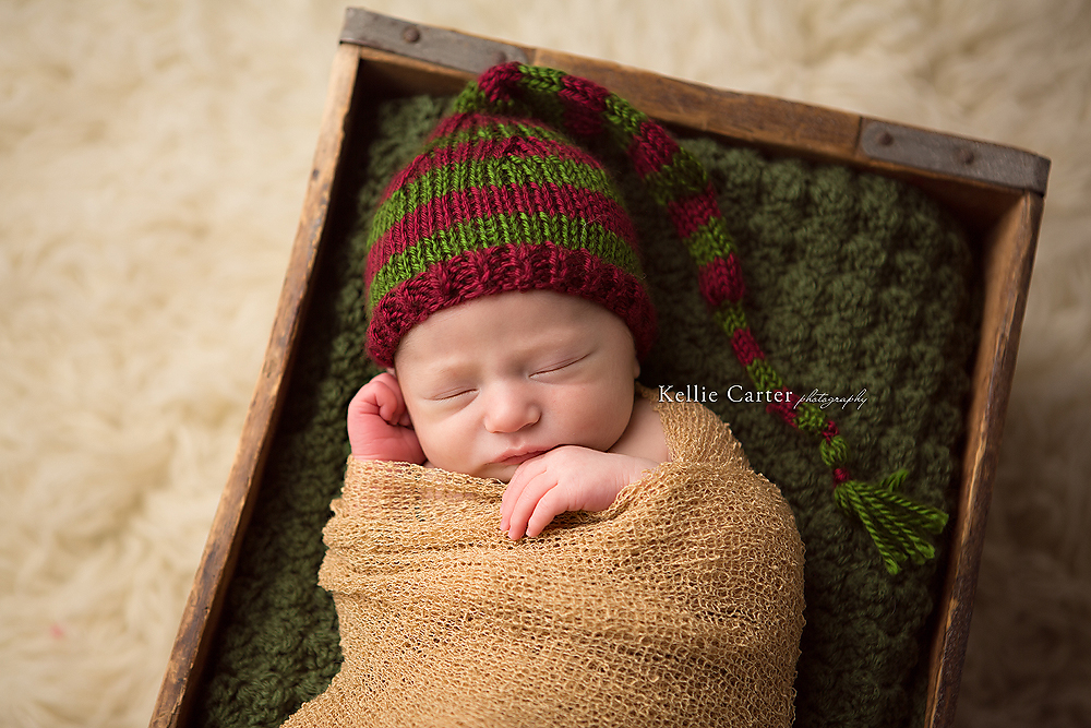 newborn-baby-boy-sleeping-vintage-box-wearing-holiday-hat